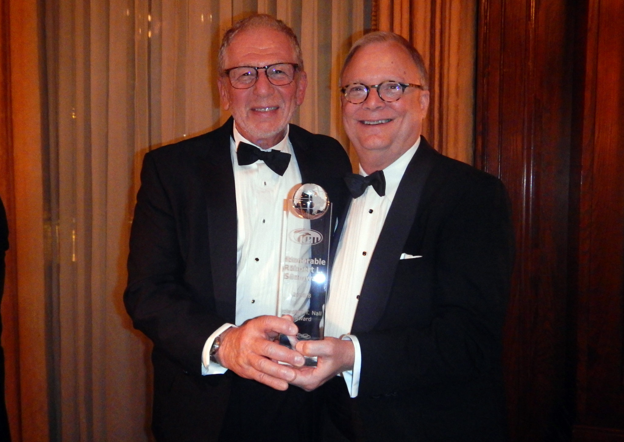 Mike Dworkin presents NTSB Chair Sumwalt with the Nall Award;  Photo by Robert L. Feldman